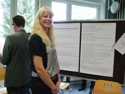 Veronika Simon präsentiert ihrer Facharbeit