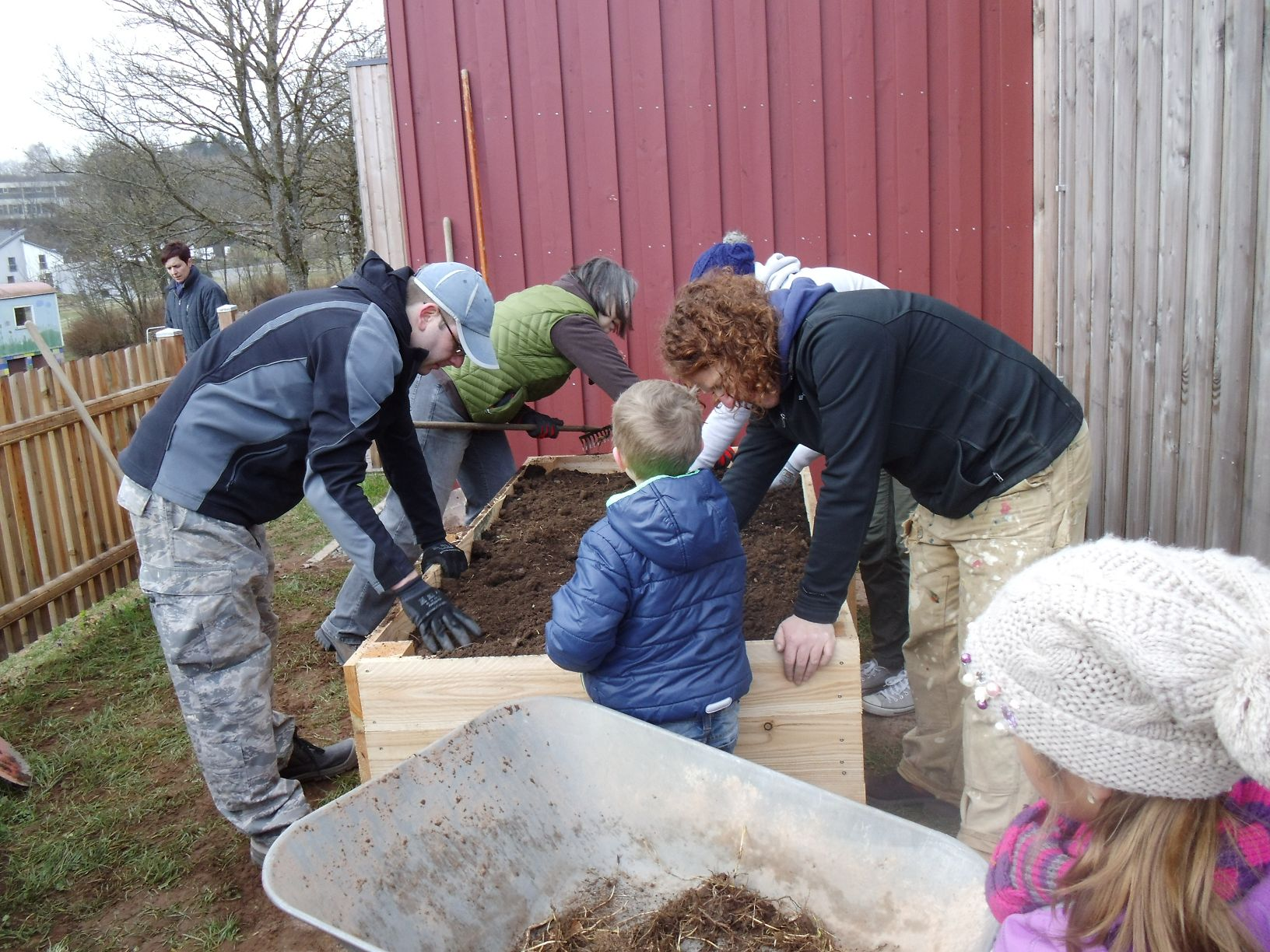 Aufbaub Hochbeet Kita Neidenbach Kindertagesstatten In